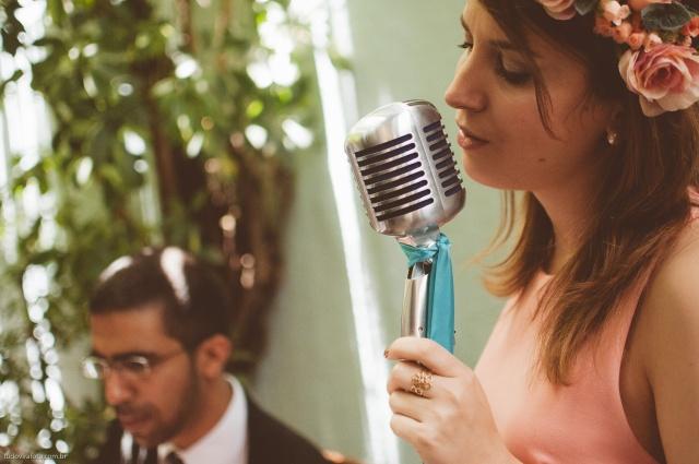 Lia e Daniel – Voz&Violão e Percussão e uma doce trilha sonora