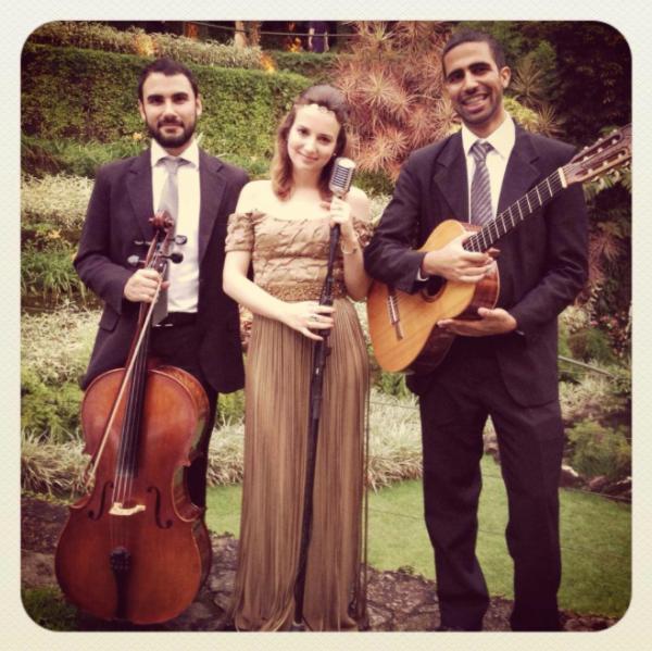 Voz&Violão e Violoncelo com os talentosos Rafael Ramalhoso e Yuri Prado. Foto: instagram @lorenzapozza